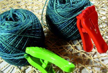 Farbunterschiede bei handgefärbter Wolle